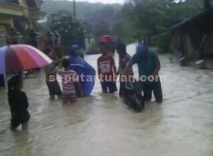 Bandang : Kondisi banjir di kawasan pemukiman warga Desa Parangbatu, Kecamatan Parengan
