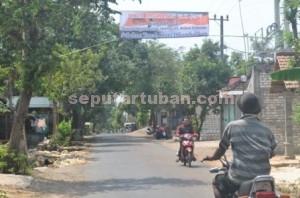 TEGAS : Spanduk kekesalan warga dipasang melintang jalan desa