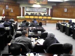 Lancar : Pengesahan 8 Raperda dalam Paripurna DPRD Tuban