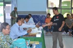 Menang Independen : Proses pemungutan suara di Lapas Tuban, Rabu (9/12/2015)