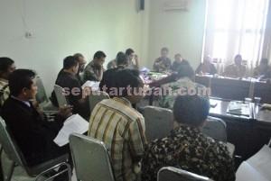 Lebih Aktif : AKD menyarankan kepada Pansus I DPRD Tuban agar Perangkat Desa tidak nyambi pekerjaan lain