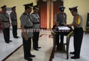 Penyegaran : Kapolres Tuban saat memimpin Sertijab Kabag Sumda dan Kasat Resnarkoba