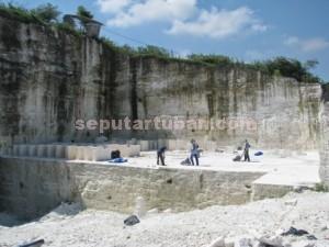 Dibiarkan : Aktivitas tambang di kawasan batu kapur Kecamatan Palang