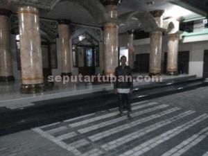 RAIB : Di halaman masjid inilah lokasi hilangya sepeda motor milik Bendahara Takmir