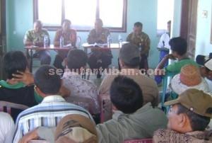 SALAH PROGRAM : DKP saat bertemu dengan nelayan Palang