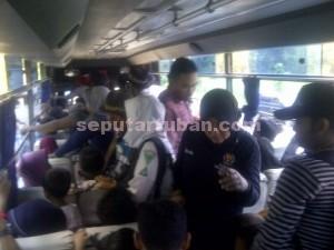 TELITI : Pemeriksaan juga dilakukan kepada seluruh penumpang bus umum termasuk barang bawaanya