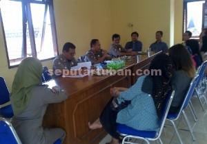DITERTIBKAN : Pengusaha karaoke legal saat mendapatkan arahan dari Sekretaris Sat Pol PP Pemkab Tuban