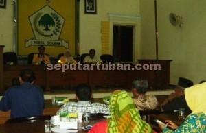 PERTEGAS SIKAP : Kader Golkar Tuban - Bojonegoro saat pertemuan di Gedung Golkar Tuban