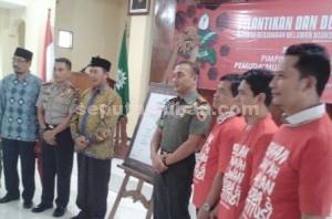 Foto bersama usai penandatanganan deklarasi Garansi