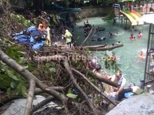 DIBIARKAN : Kondisi lokasi wisata Bektiharjo dikeluhkan penuh ranting dan daun busuk