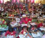 MERIAH : Ribuan anak mengikuti lomba mewarnai dalam rangka peryaan Imlek