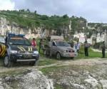 DITEGAKKAN LAGI : Aparat gabungan Sat Pol PP Pemkab Tuban, Polsek Rengel dan Camat Rengel saat dilokasi tambang liar