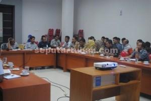 SEPAKAT : Pertemuan antara warga, Kepala Desa dan perwakilan Semen Indonesia
