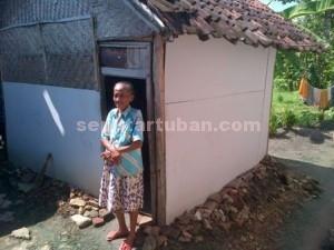 Sriatun (74), warga Dusun Ngrayung, Desa Kedungharjo, Kecamatan Bangilan, dirumahnya.