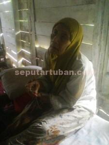 Musfiah (76), warga Desa Sidorejo, Kecamatan Kenduruan, Kabupaten Tuban, dulu pejuang agama kini sebatangkara