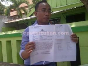 BELUM DITINDAK : Kuasa Hukum pelapor, Nur Aziz menunjukkan dokumen laporan Polisi