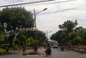 Salah satu ruas jalan di Tuban Kota yang dilengkapi LPJU