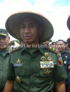 Pangdam V Brawijaya, Mayor Jendral TNI Sumardi saat dilokasi panen raya jagung kawasan Kecamatan Bangilan