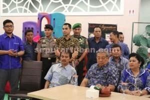 AKRAB : Suasana saat SBY di Tuban bersama sejumlah pihak