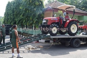 BARU : 1 unit traktor roda 4 saat akan diserahkan di Makodim Tuban