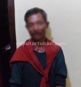 DIPROSES HUKUM : Tersangka saat di Mapolsek Parengan, 4 temanya berhasil kabur sebelum ditangkap