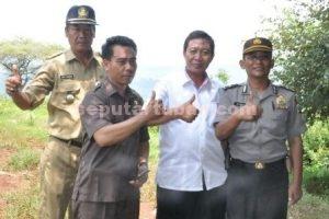 TANPA JARAK : Bupati Tuban, Fathul Huda foto bersama ditengah blusukan