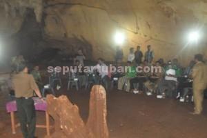 SEDERHANA : Suasana acara penandatanganan di dalam Goa Putri Asih