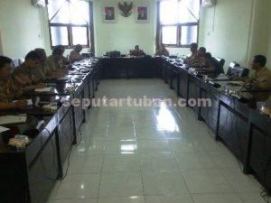 SETENGAH HATI : Raker pengelolaan wisata pantai sowan di ruang Komisi B DPRD Tuban