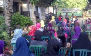 KAUM HAWA : Ibu-ibu yang hadir dalam Reses Muhammad Musa nampak antusias mengikuti acara