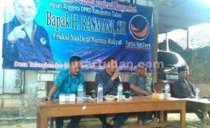 MAKSIMAL : Anggota DPRD Tuban, H. Rasmani, S.H saat melaksanakan Reses di Desa Talangkembar, Kecamatan Montong