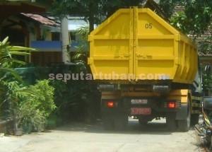 GIAT : Truk pengangkut sampah keliling pemukiman