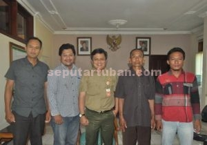 Foto bersama Adm Perhutani KPH Parengan usai penandatanganan perjanjian bersama pengurus koperasi dan LMDH