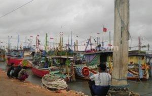 BERHENTI : Perahu nelayan Kecamatan Palang saat disandarkan