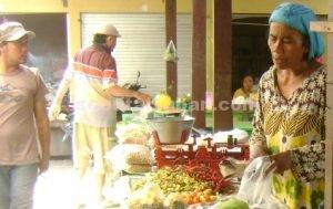 NAIK : Aktivits perdagangan di Pasar