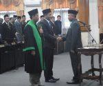 DEWAN BARU : Ilham Azka usai menjalani sumpah jabatan saat prosesi penetapan dirinya sebagai anggota DPRD Tuban