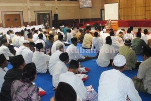 HAJI MABRUR : Para calon jamaah haji Tuban saat mengikuti pembinaan di Graha Sandiya, Perumdin PT Semen Indonesia