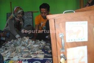 MELIMPAH : Dari 19 kotak yang dibuka mendapatkan uang Rp. 7,330,000