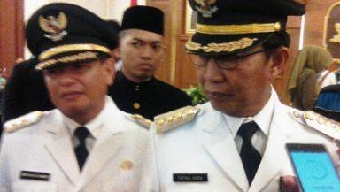 SEMANGAT BARU : Bupati dan Wakil Bupati Tuban saat usai menjalani pelantikan di Gedung Grahadi Surabaya, Senin (20/6/2016)