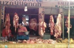 NAIK TAJAM : Pedagang daging di Pasar Jatirogo