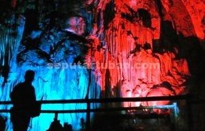 ALAMI : Keindahan Goa Putri Asih semakin mempesona dengan diterangi lampu warna
