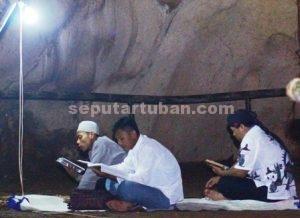 PERTAMA : Lantunan ayat suci Al Qur'an pertama kali menggema di Gua Putri Asih dalam tadarus Al Qur'an