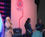 SEMANGAT : Fatin, penyanyi nasional saat mengisi acara Business Gathering Semen Gresik