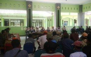 MEMANAS : Pertemuan antara warga dengan manajemen JOB PPEJ dan para pihak di Aula Kantor Kecamatan Soko tidak menghasilkan sebuah kesepakatan