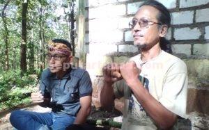 SEMANGAT : Ketua Rumah Budaya Putri Asih, Siswo Nur Wahyudi saat memimpin rapat