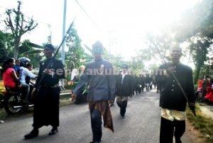 SERU : Kekompakan warga Desa Margorejo membuat karnaval Kecamatan Kerek makin meriah