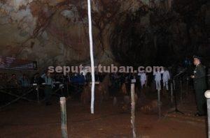 PESAN MORAL : Dandim 0811 Tuban, Letkol Inf. Sarwo Supriyo menjadi Irup upacara di dalam Gua Putri Asih