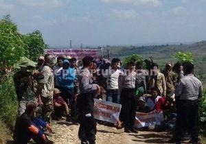 KOMPAK : Penambang yang menghalangi petugas masuk ke kawasan sumur tua