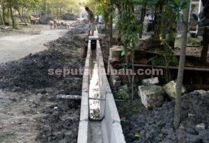 MENGURANGI PENDERITAAN : Bangunan saluran air hampir rampung dikerjakan