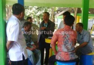 AWASI LANGSUNG : Anggota Komisi B DPRD Tuban saat melakukan inspeksi mendadak (Sidak) di wisata Bektiharjo, Rabu (24/8/2016)
