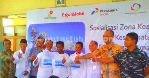 DIDIK NELAYAN : Foto bersama usai kegiatan sosialisasi jarak aman Gagak Rimang